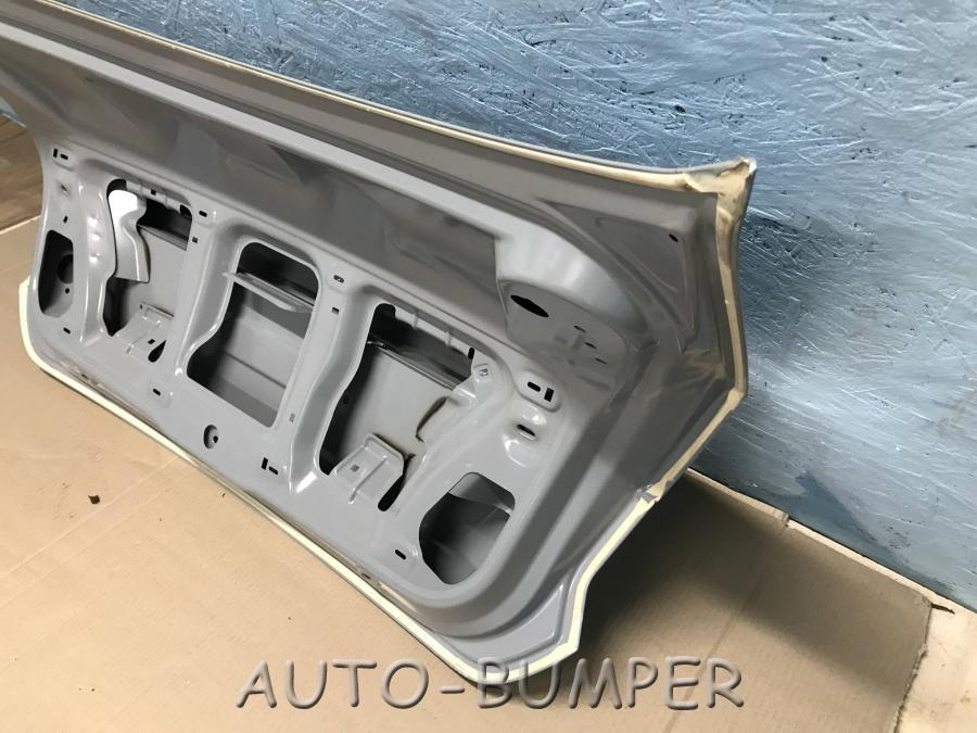 VW Polo Sed. 2015- Крышка багажника 6RU827025F